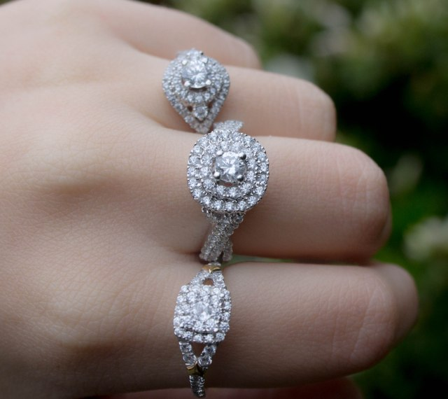 Choosing_Engagement_Diamond_Ring