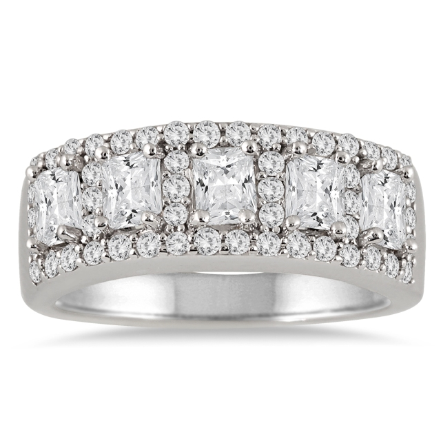 Szul_FIVE_STONE_RADIANT_CUT_DIAMOND_RING